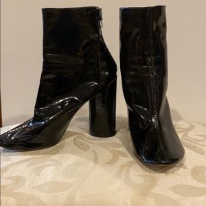 Short patent leather black booties